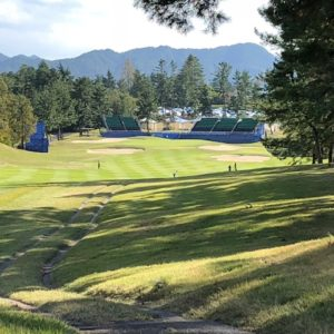 派遣先様のゴルフコンペに参加させていただきました。次週からプロのトーナメントがあるそうで、最終ホールはプロ気分!?