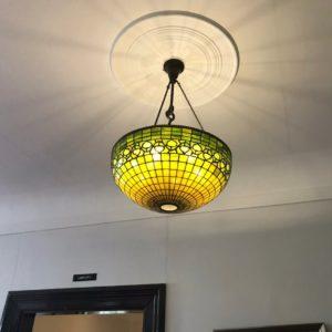〜異人館で個人的に好きだったものシリーズ〜 その①玄関にあったステンドグラスでできた照明✨この緑と黄色の色合いがめちゃくちゃ可愛いですよね😍