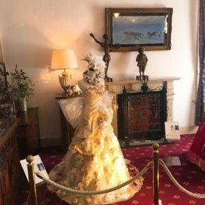 ②綺麗なドレスも何点か展示されていました💖 ドレスの淡い黄色といいデザインといい可愛らしい感じでよいですね☺️💕