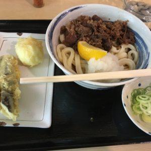 尼崎でぶっかけうどんを注文☆お肉がたっぷり入ってて美味でした❤