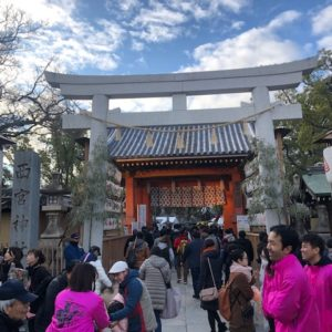 ジョブリンクス社員で初詣に行ってみた①・・・今年は社員総出で西宮神社、通称えべっさんに行ってきました!ここが福男のスタートする赤門です。tk