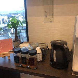 京都南オフィスに新たなグッズ⁉を導入しました!ご来社いただいた方にも選んでいただきやすいように、カーディーラー方式でドリンクのメニュー表です♬今日は休みな事務員さんに明日キレイに書き直してもらいます・・・tk