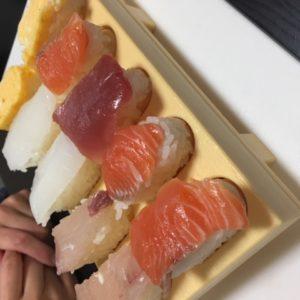 stay homeでやってみた③・・・随分と前に買って放置していたグッズ!シャリを詰めて押し出してネタを乗せれば握り寿司の完成!!サーモン好きがばれる・・・tk