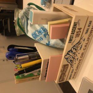 GWに作ってみた①・・・100円均一にあった木の箱を2つくっ付けて作ったペン立てです!見えないオシャレで中に人工芝みたいなのを引いています♬しめて300円!tk