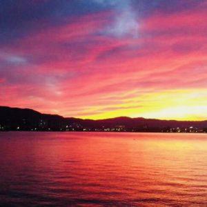 マザーレイク・琵琶湖が 時より、普段とは違った 化粧をした琵琶湖に変身する時があります。『ばっちりメイクして勝負の日?』(笑) いやぁ~神秘的♪ 皆さんも癒されて下さい。JH from 京都南