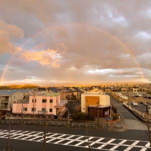 京都南オフィスにキレイな虹がかかりました!見事な半円です!希望の虹でありますように!!tk