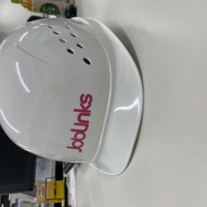 安全ヘルメットはJoblinks印です。こちらは白にピンク!みなさまの安全を守ります!tk