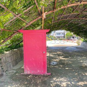 鳴尾浜の取引先へ行った際に近所の公園で発見しました!そう『どこでもドア~!!』目的地へすぐ行けるのも楽ですが、道中がないのは少し寂しいですね・・・。tk